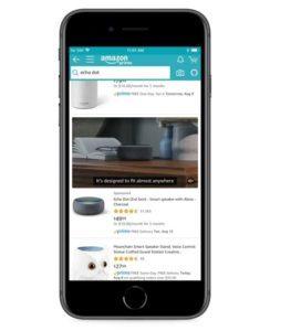 Handy auf dem ein Video Ad für den Echo Dot zu sehen ist
